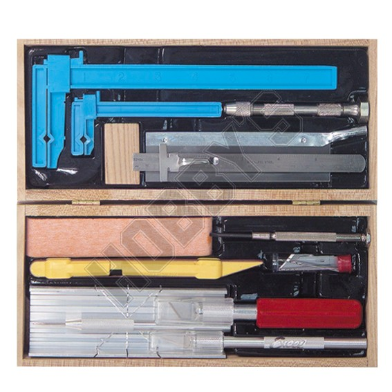 Deluxe Dolls House Tool Set